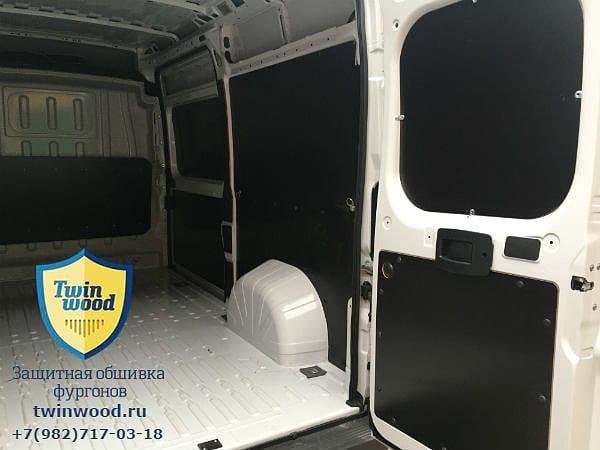 Обшивка стен и дверей фургона ламинированной фанерой