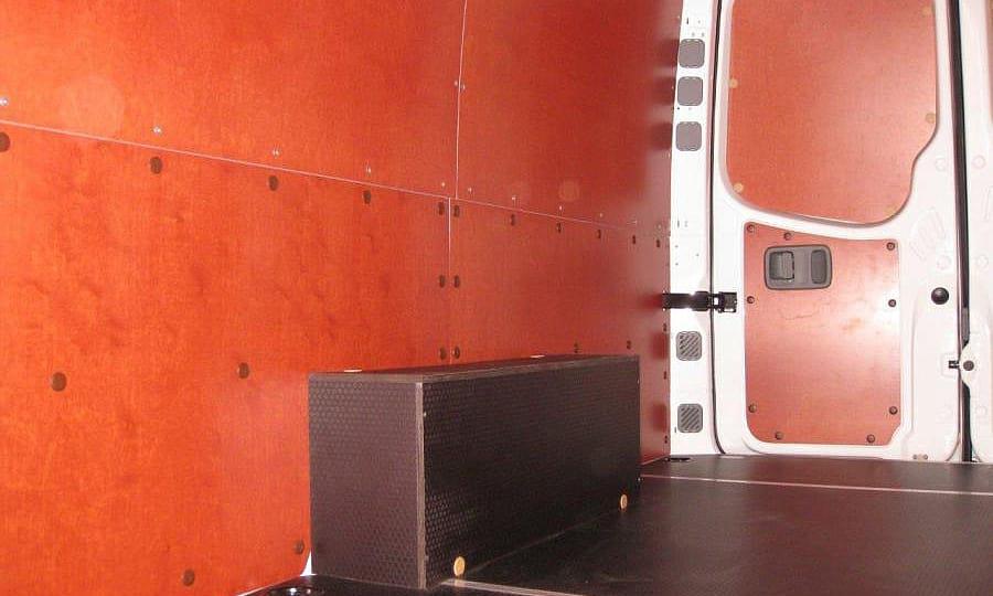 Volkswagen Crafter L3H2: Арки, стены, пол и задние двери