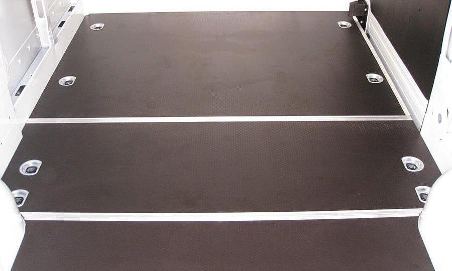 Обшивка фургона Renault Master L2H2: Боковая дверь и пол