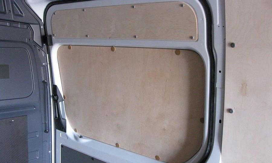 Обшивка фургона Mercedes-Benz Sprinter L4H2: Боковая дверь, перегородка и стены