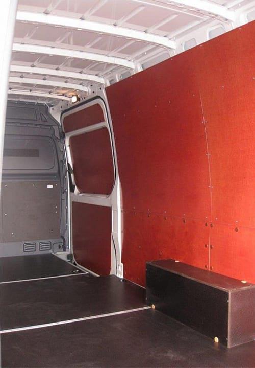 Volkswagen Crafter L3H2: Боковая дверь, стены, арки и пол
