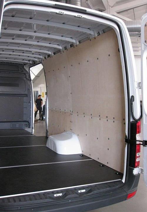 Обшивка фургона Mercedes-Benz Sprinter L4H2: Перегородка, стены и пол