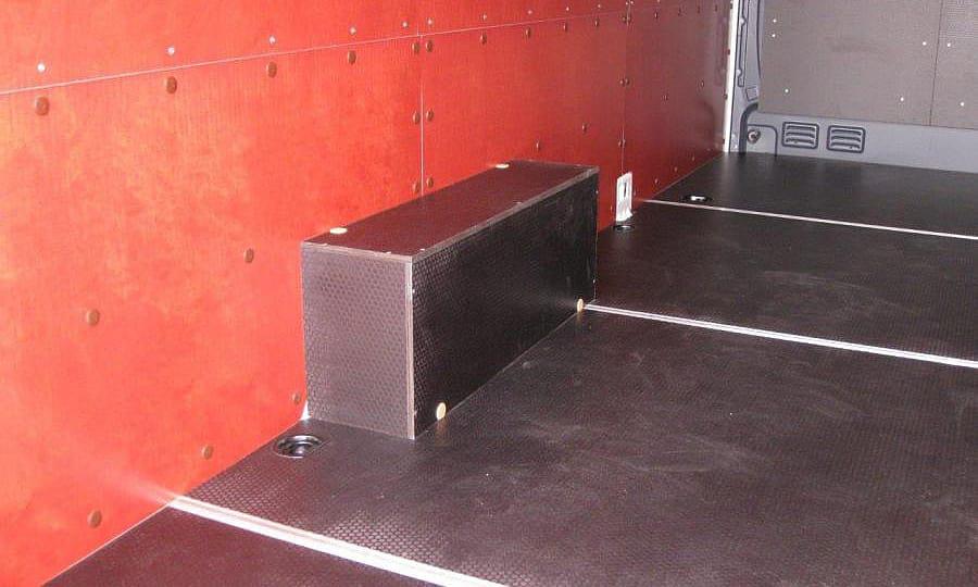 Volkswagen Crafter L3H2: Перегородка, стены, пол и арки