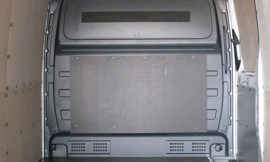 Обшивка фургона Mercedes-Benz Sprinter L4H2: Перегородка за водителем
