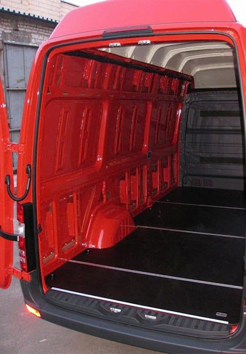 Обшивка фургона Mercedes-Benz Sprinter L3H3: Подготовка к установке обшивки левой стены