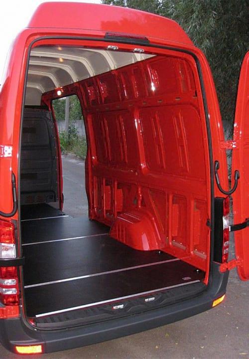 Обшивка фургона Mercedes-Benz Sprinter L3H3: Подготовка к установке обшивки правой стены