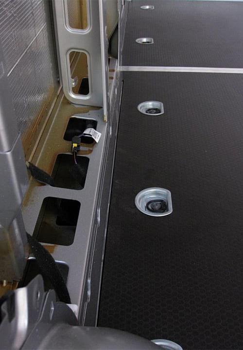 Обшивка фургона Renault Master L3H2: Подготовка к установке обшивки стены