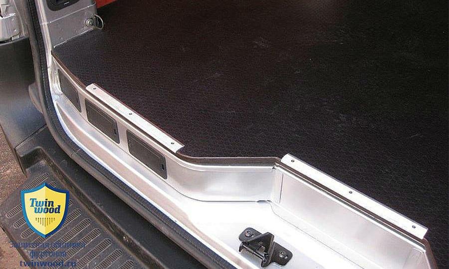 Обшивка фургона Renault Master L4H3: Пол