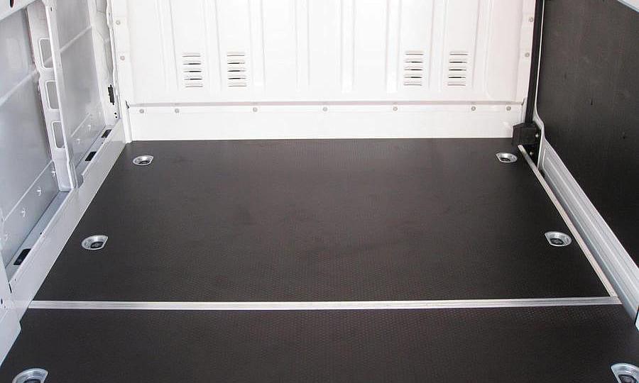 Обшивка фургона Renault Master L2H2: Пол и боковая дверь