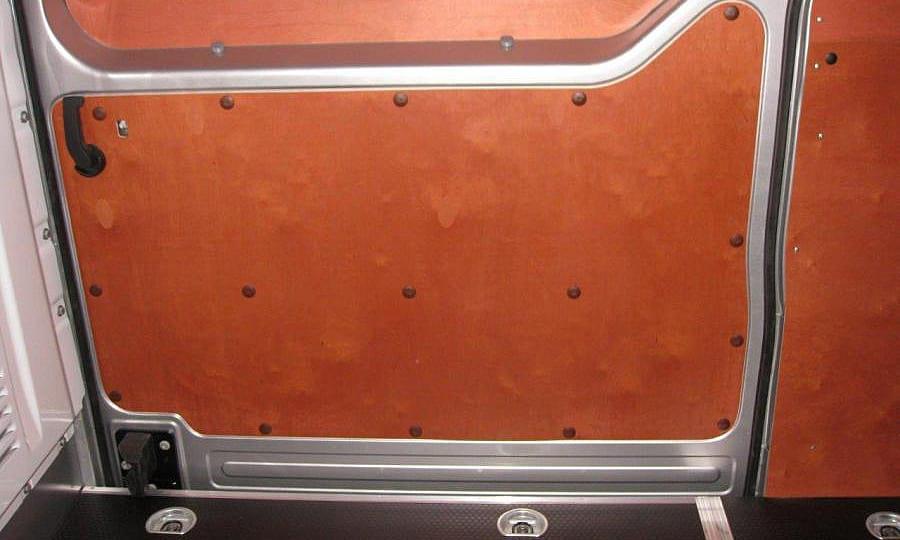 Обшивка фургона Renault Master L3H2: Пол и боковая дверь