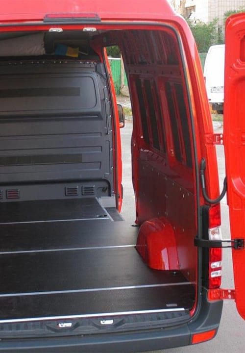 Обшивка фургона Mercedes-Benz Sprinter L3H3: Пол и правая стена