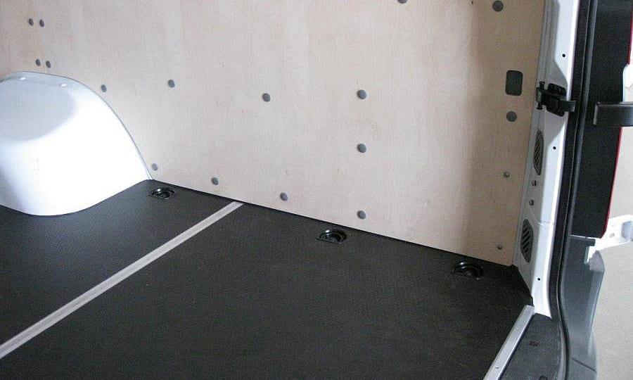 Обшивка фургона Mercedes-Benz Sprinter L4H2: Пол и правая стена