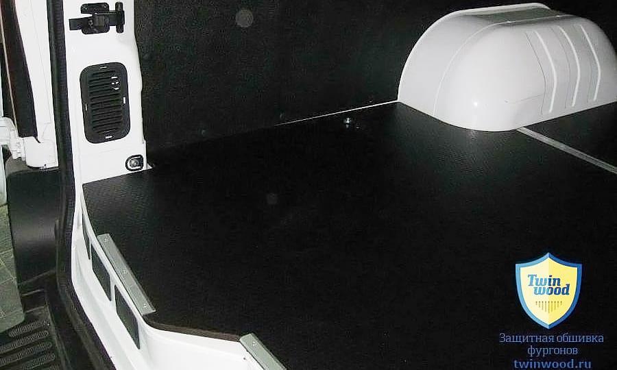 Обшивка фургона Renault Master L4H3: Пол и стены