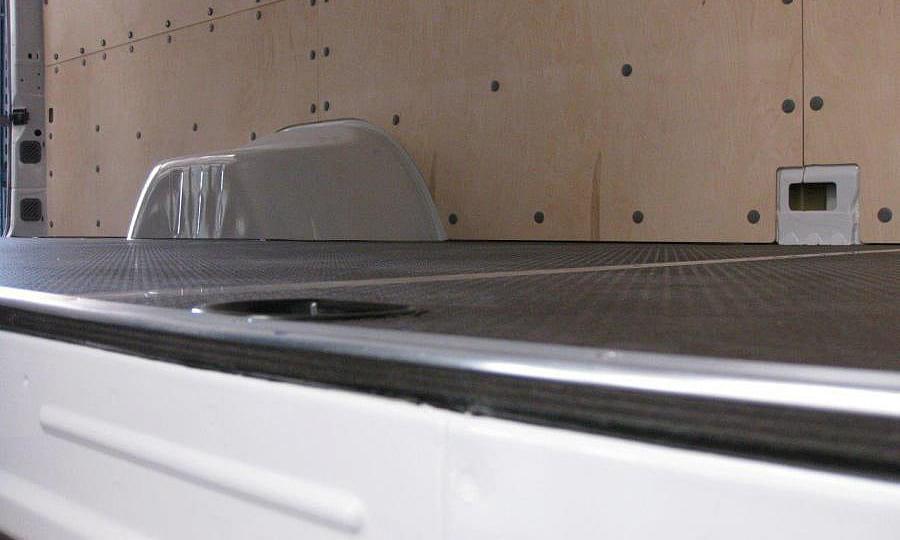 Обшивка фургона Mercedes-Benz Sprinter L4H2: Пол и стены (вид снизу)