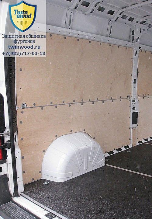 Обшивка фургона Citroen Jumper L3H3: Пол и стены (вид со стороны задних дверей)