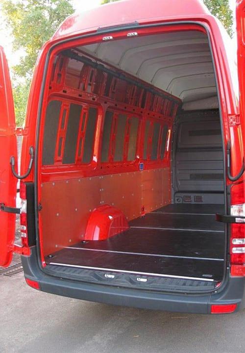 Обшивка фургона Mercedes-Benz Sprinter L3H3: Пол, левая стена и задняя дверь