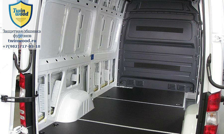 Обшивка фургона Mercedes-Benz Sprinter L2H2: Пол (общий план)