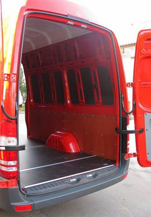 Обшивка фургона Mercedes-Benz Sprinter L3H3: Пол, правая стена и задняя дверь