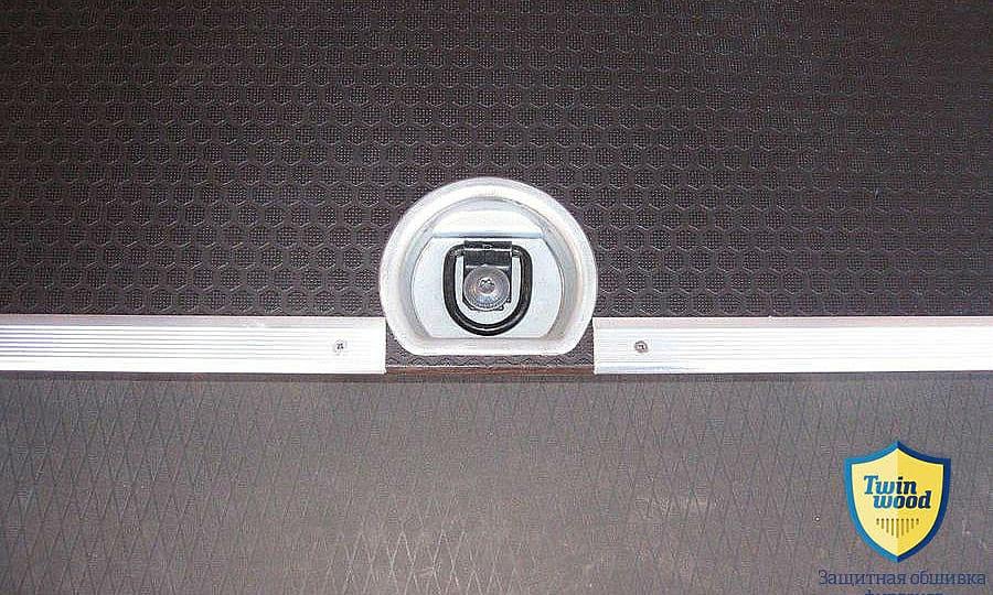 Обшивка фургона Renault Master L4H3: Пол с такелажным кольцом