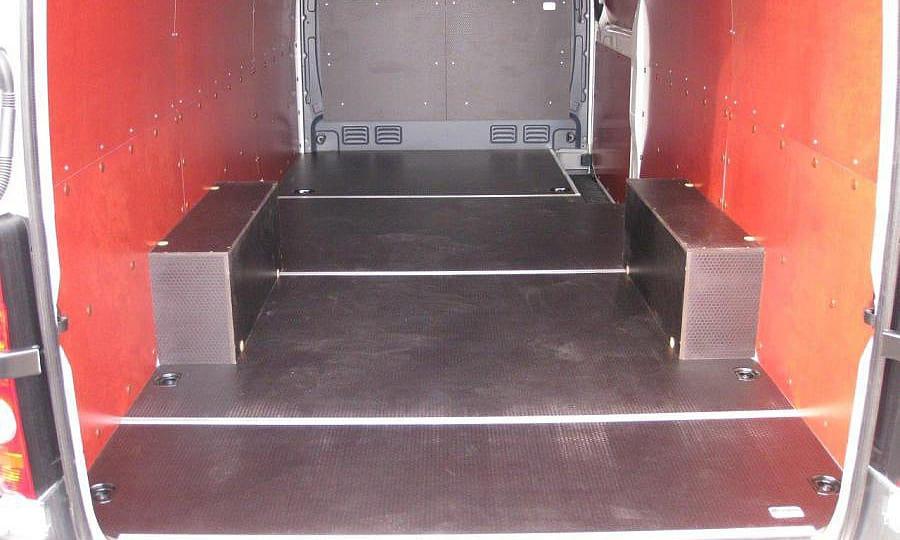Volkswagen Crafter L3H2: Пол, стены, арки и перегородка