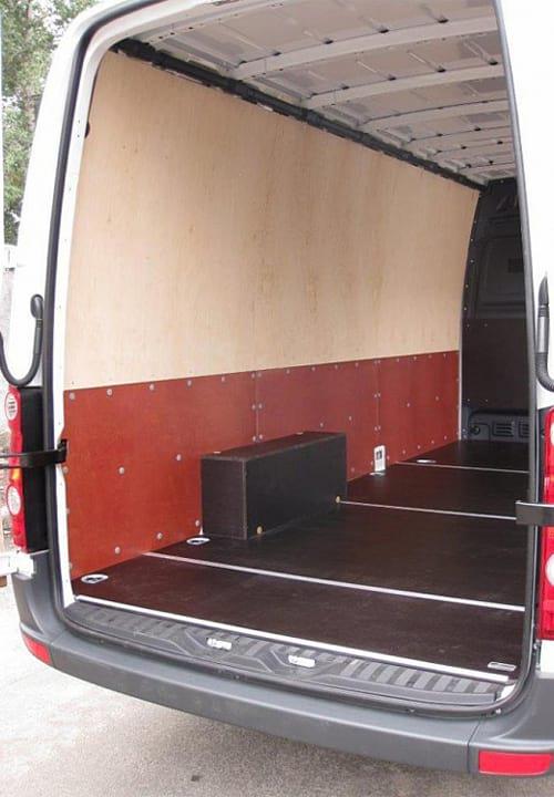 Volkswagen Crafter L3H2: Пол, стены и арки