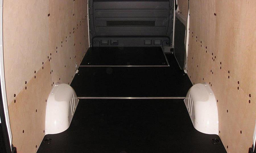 Volkswagen Crafter L3H2: Пол, стены и боковая дверь