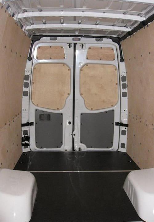 Обшивка фургона Mercedes-Benz Sprinter L4H2: Пол, стены и задние двери