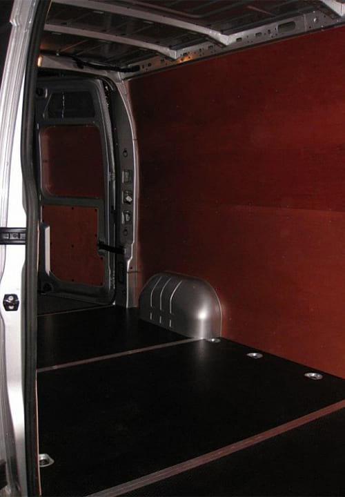 Обшивка фургона Renault Master L3H2: Пол, стены и задние двери