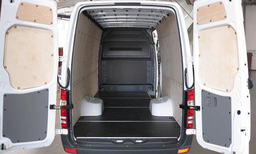 Обшивка фургона Mercedes-Benz Sprinter L4H2: Пол, стены, задние двери и перегородка
