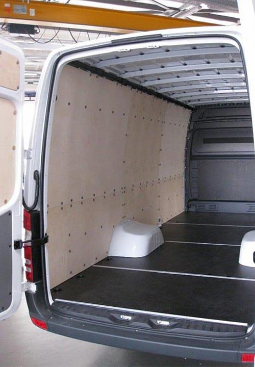 Обшивка фургона Mercedes-Benz Sprinter L4H2: Пол, стены, задние двери