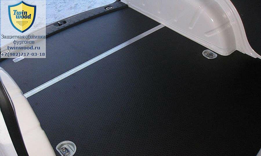 Volkswagen Caddy L1H1: Пол (вид со стороны боковой двери)