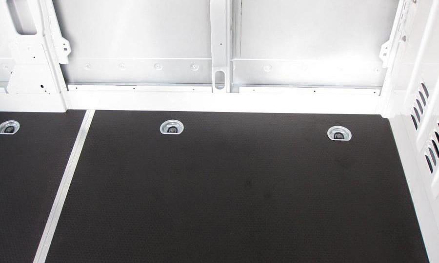 Обшивка фургона Renault Master L2H2: Пол (вид сверху)
