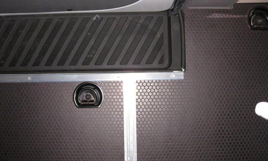 Обшивка фургона Mercedes-Benz Sprinter L4H2: Пол (вид сверху)