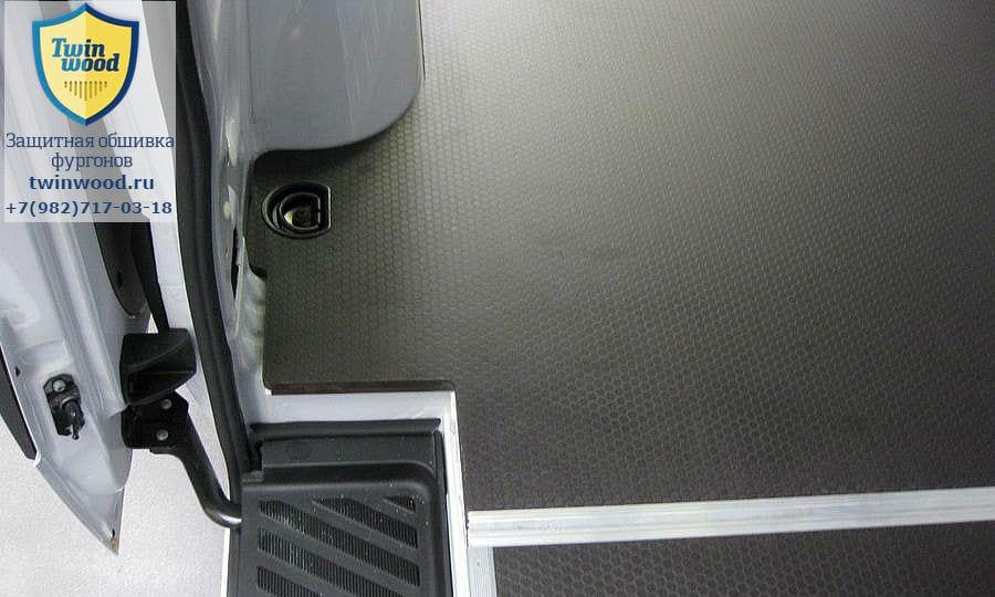 Обшивка фургона Mercedes-Benz Sprinter L2H2: Пол (вид сверху)