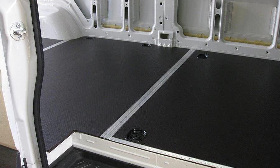 Volkswagen Crafter L3H2: Пол (вид сверху со стороны боковой двери)