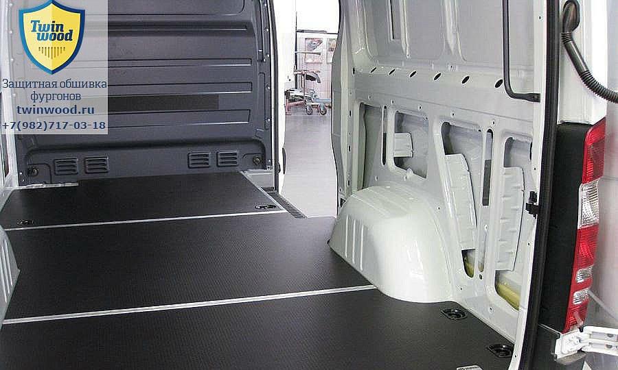 Обшивка фургона Mercedes-Benz Sprinter L2H2: Пол (вид сзади)