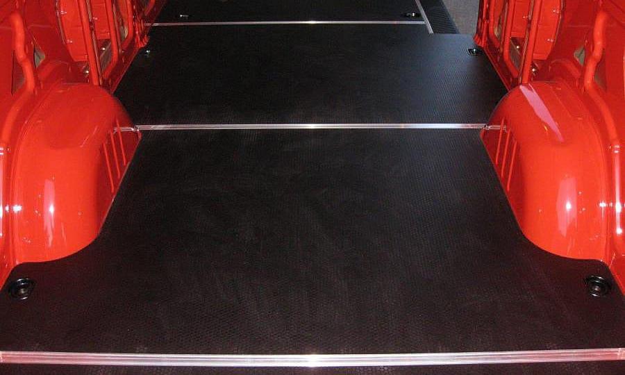 Обшивка фургона Mercedes-Benz Sprinter L3H3: Пол (вид сзади сверху)