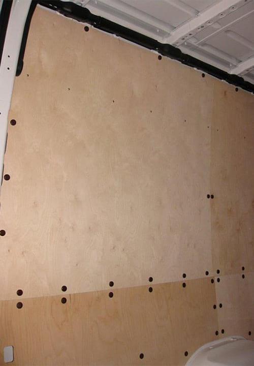 Volkswagen Crafter L3H2: Стена