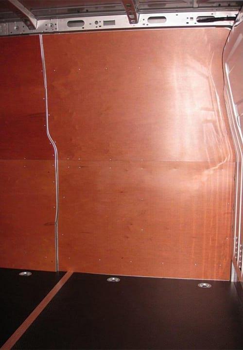 Обшивка фургона Renault Master L3H2: Стена и пол