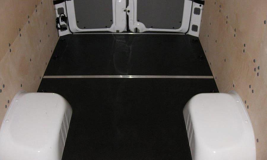 Обшивка фургона Mercedes-Benz Sprinter L4H2: Стены и пол
