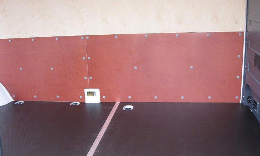 Volkswagen Crafter L3H2: Стены и пол