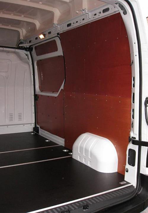 Обшивка фургона Renault Master L2H2: Стены и пол (правая сторона)
