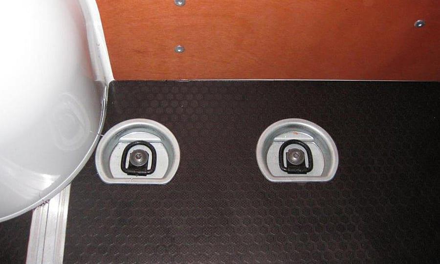 Обшивка фургона Renault Master L2H2: Стены и пол с такелажными кольцами