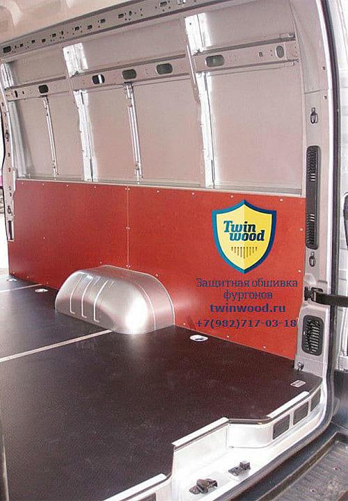 Обшивка фургона Renault Master L4H3: Стены и пол (вид сзади)