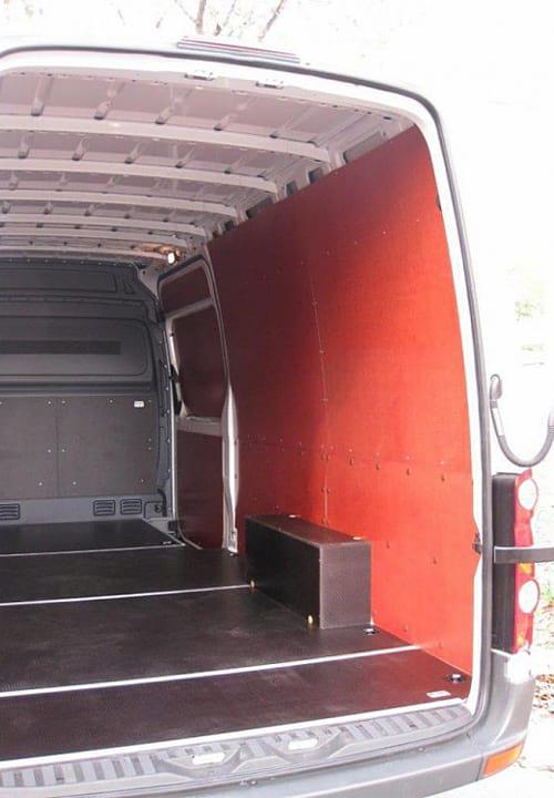 Volkswagen Crafter L3H2: Стены, перегородка, боковая дверь и арки