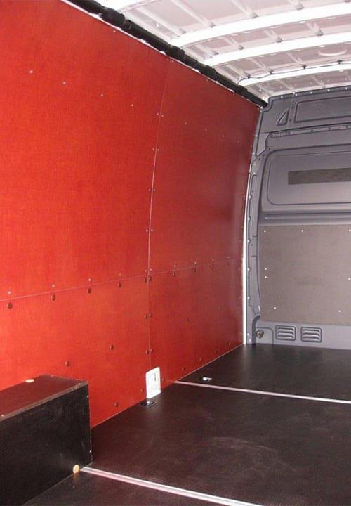 Volkswagen Crafter L3H2: Стены, перегородка, пол и арки