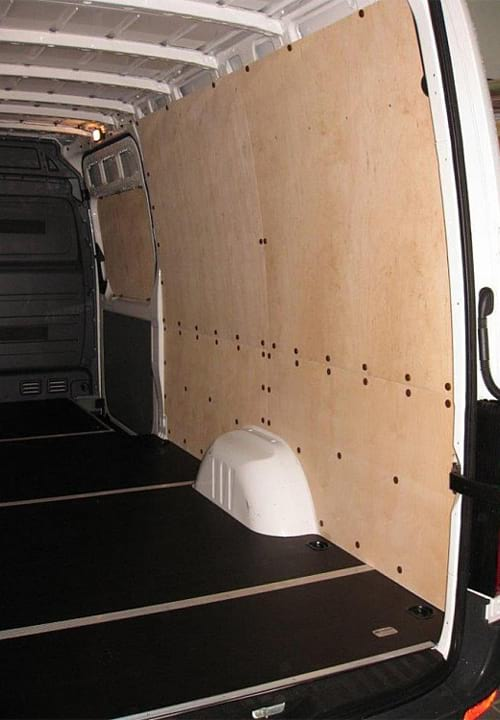 Volkswagen Crafter L3H2: Стены, пол и боковая дверь