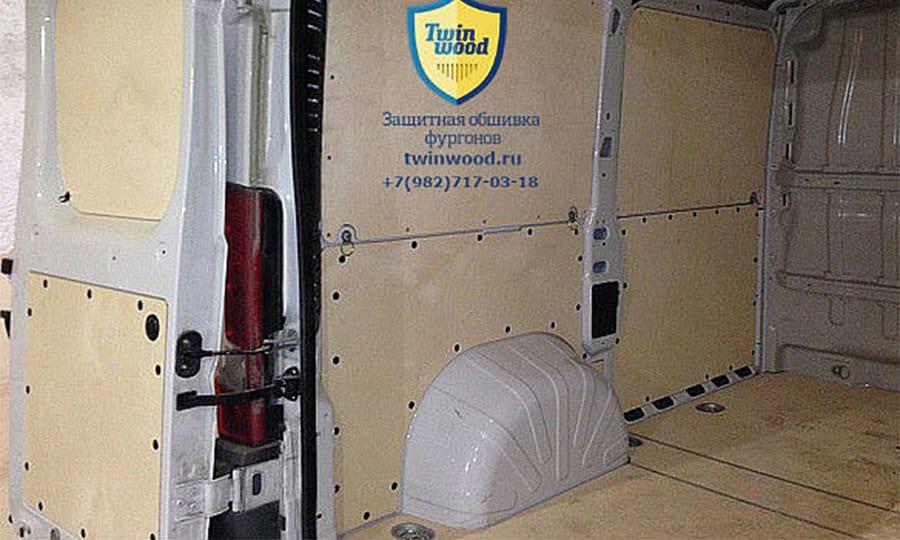 Fiat Ducato L1H1: Стены, пол и двери