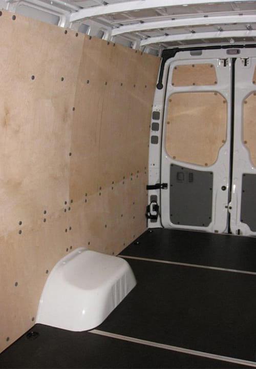 Обшивка фургона Mercedes-Benz Sprinter L4H2: Стены, пол и задние двери