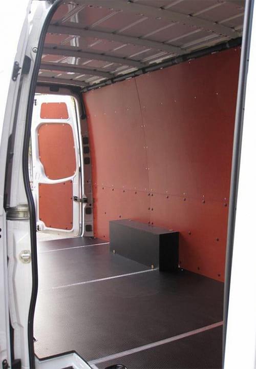 Volkswagen Crafter L3H2: Стены, пол и задние двери